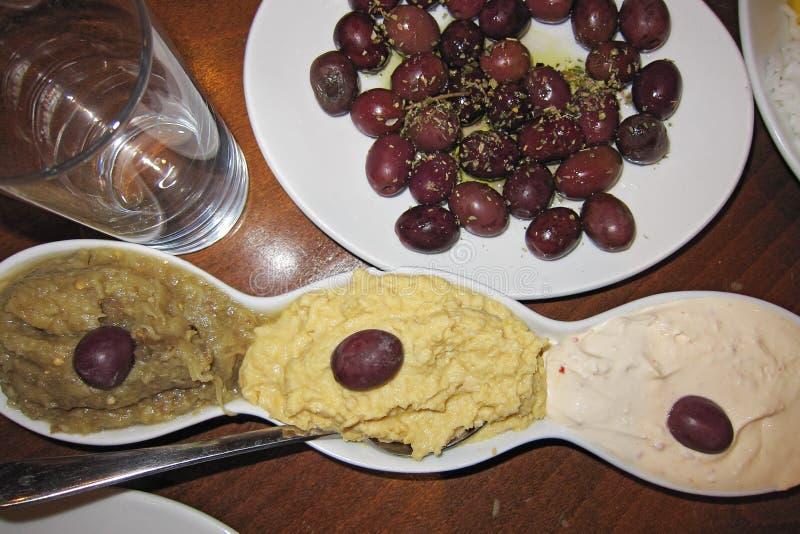 Démarreurs grecs dans un restaurant à Brighton images libres de droits