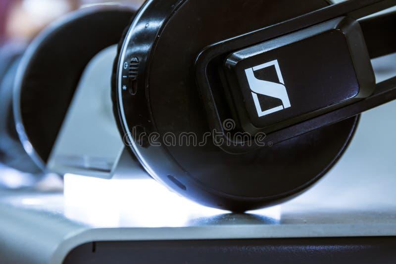 Démo de Logo Electronics New Products Display d'écouteur de Sennheiser photo libre de droits