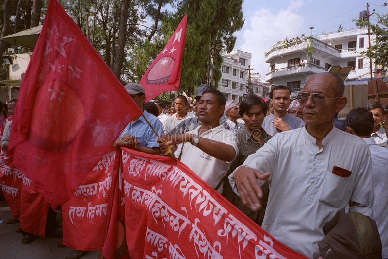Démo de maoïstes pendant les entretiens 2006 de paix au Népal photographie stock libre de droits