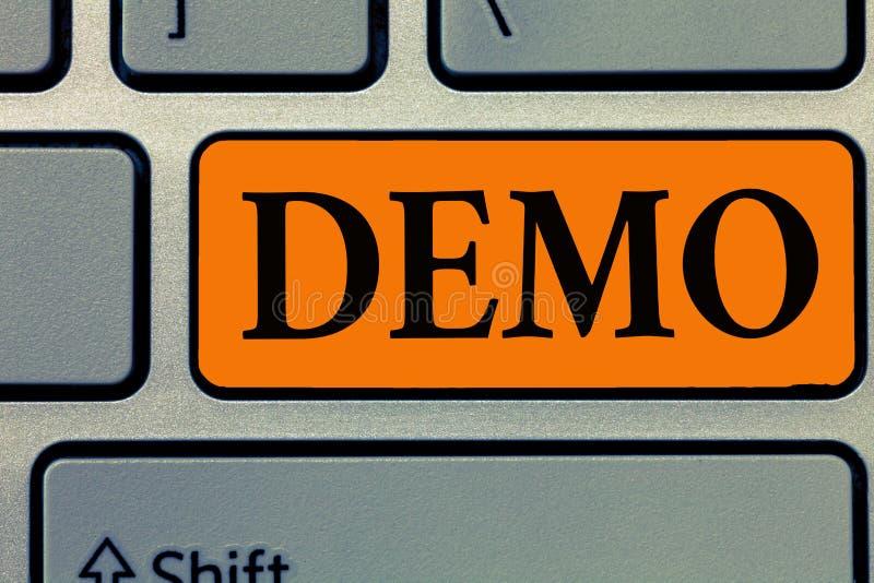 Démo des textes d'écriture de Word Concept d'affaires pour la démonstration du rassemblement public de techniques et de capacités photographie stock libre de droits