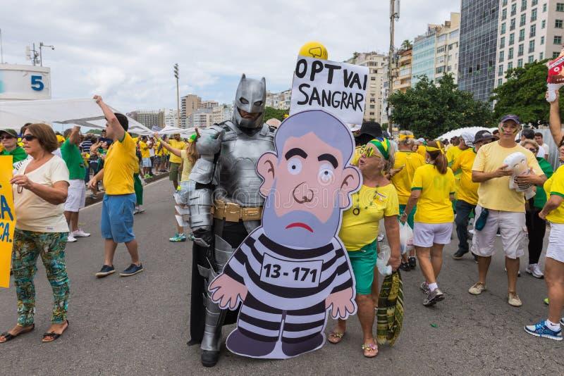 Démonstration contre le gouvernement dans Copacabana, Rio de Janeiro photographie stock libre de droits
