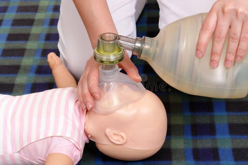Démonstration de respiration artificielle photos libres de droits