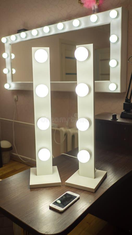Démonstration des ampoules pour des miroirs de maquillage images stock