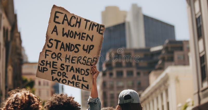 Démonstration pour la puissance de femmes photographie stock
