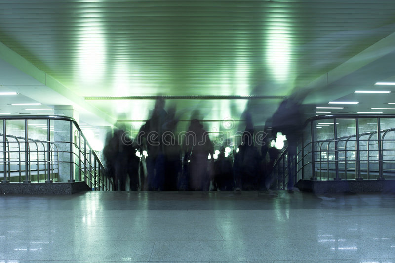 Démontez les gens, intérieurs dans la métro de Moscou image libre de droits