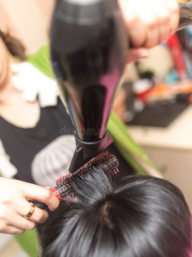Dénommer le sèche-cheveux femelle photographie stock