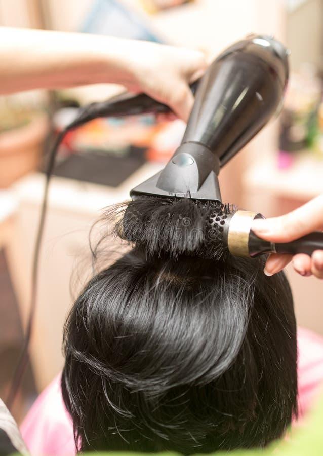 Dénommer le sèche-cheveux femelle photo stock