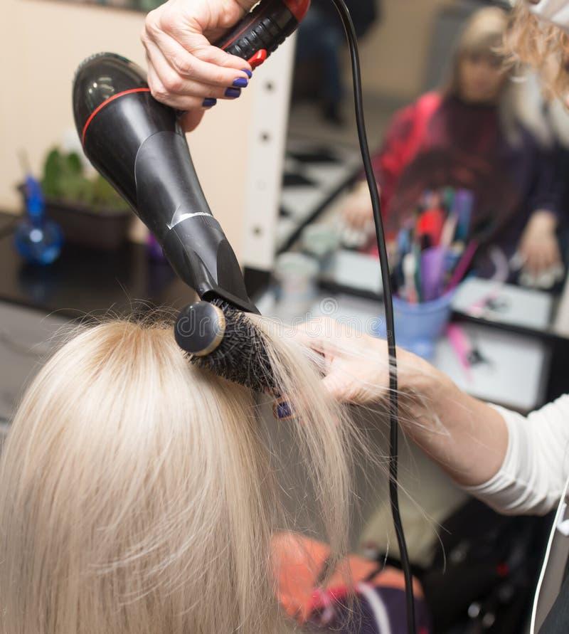 Dénommer le sèche-cheveux femelle photographie stock libre de droits