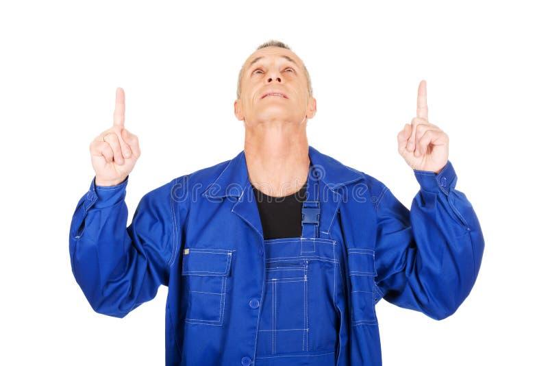 Dépanneur se dirigeant avec les deux mains images libres de droits