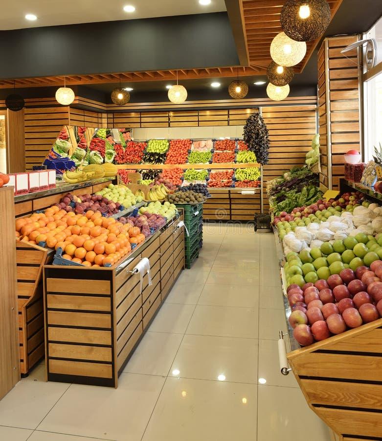 Département de nourriture dans le supermarché images stock