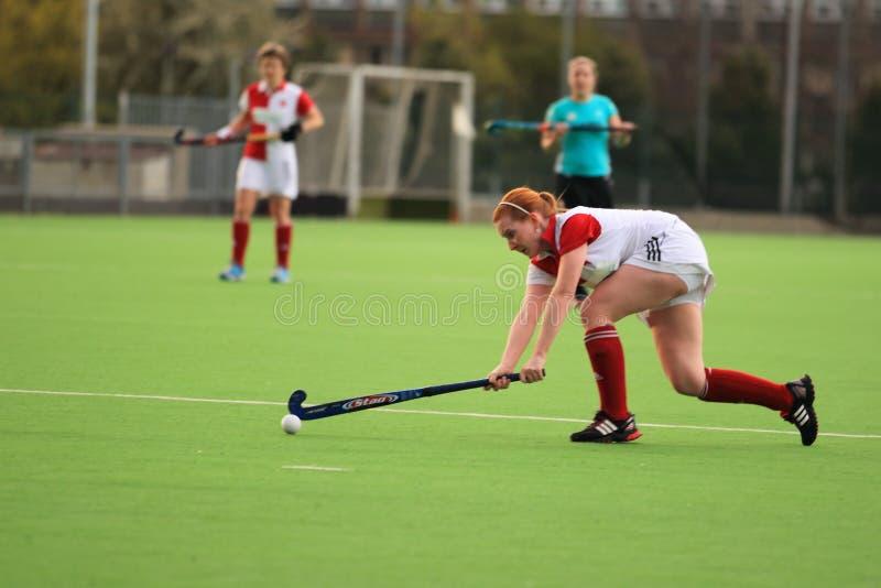 Dépassement dans l'extraleague tchèque d'hockey de zone de femmes images stock