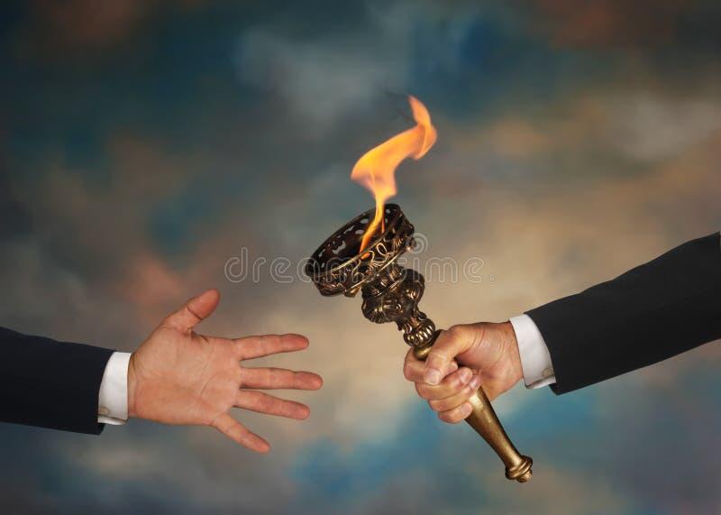 Dépassement de la torche photos libres de droits
