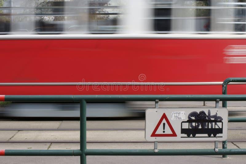 Dépassement du tram de précipitation image libre de droits