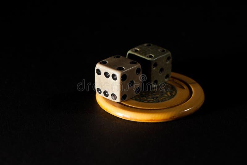 Dépendance de jeu Paires de matrices de vintage et de pok de jeu de casino photo stock