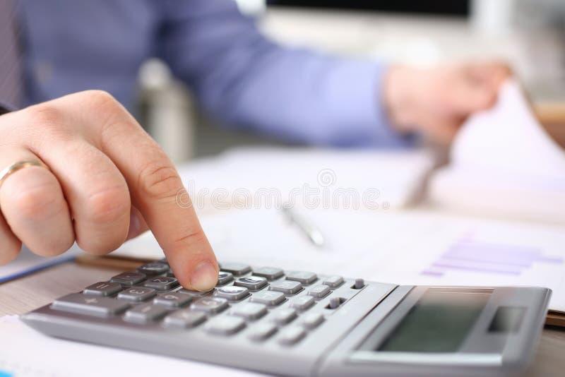Dépenses d'impôts de secrétaire Calculate Finance Budget photographie stock libre de droits
