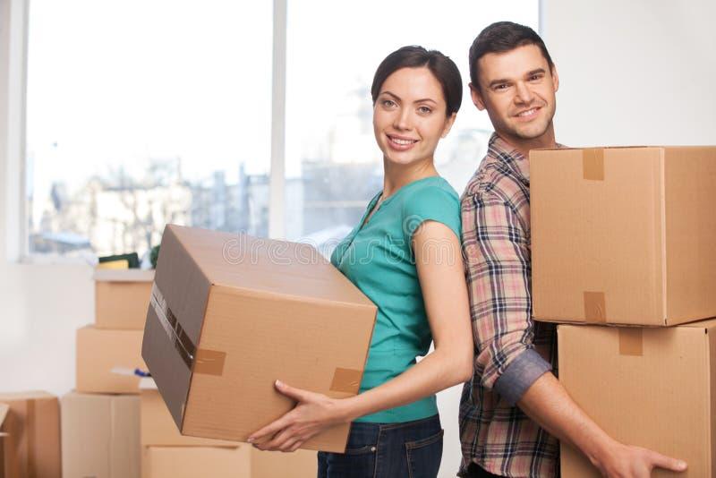 Déplacement à un nouvel appartement. photographie stock libre de droits