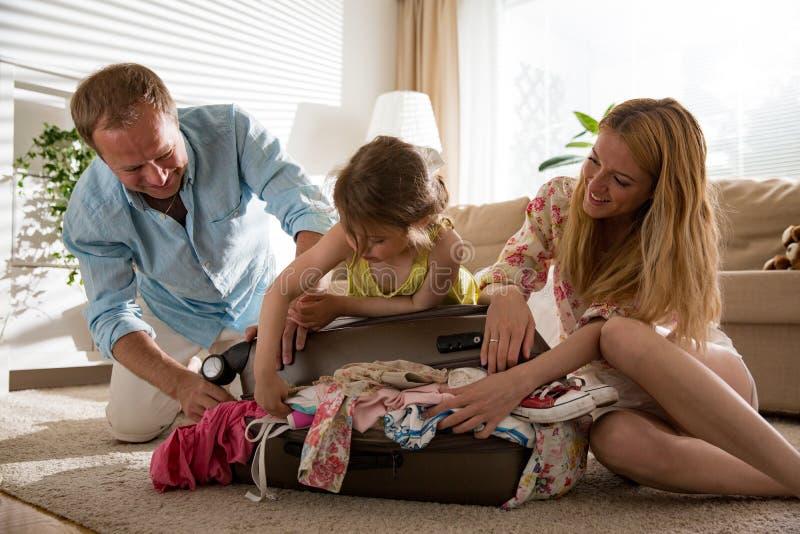 Déplacement heureux de famille photographie stock