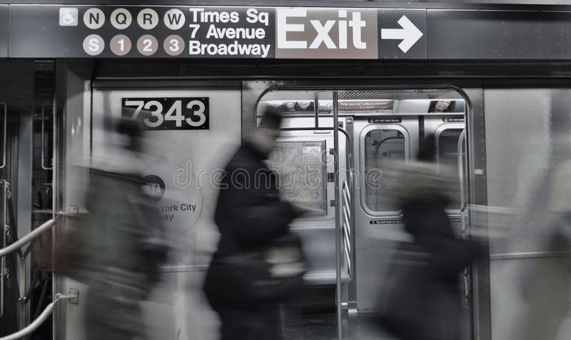 Déplacement rapide de personnes de train de MTA de terminal de station de métro de Port Authority de Times Square photo libre de droits