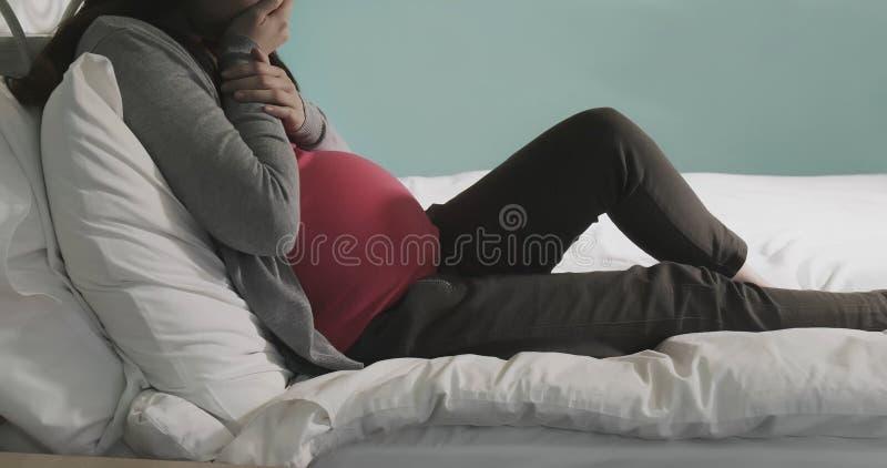 Dépression de sensation de femmes enceintes photographie stock
