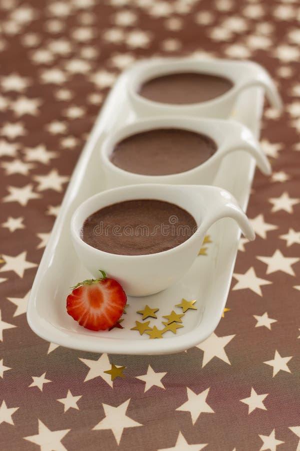Désert d'orignaux de chocolat sur le fond brun images stock