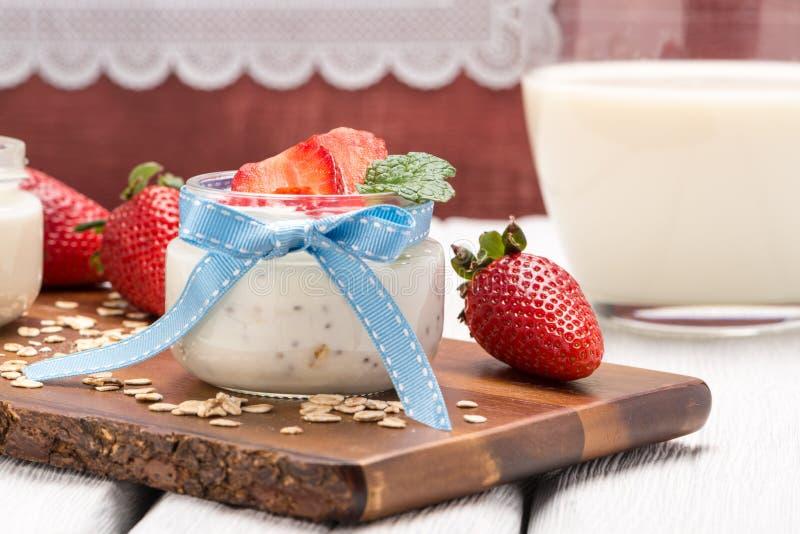Download Désert De Fraises Avec De La Crème Photo stock - Image du fruit, organique: 76090186