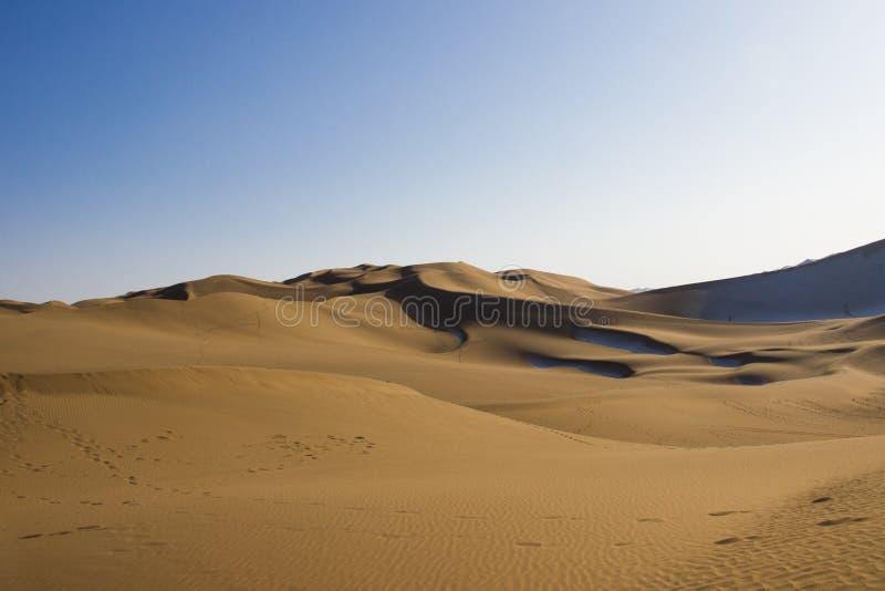 Désert de Kumtag, le Xinjiang, neigeant photo libre de droits