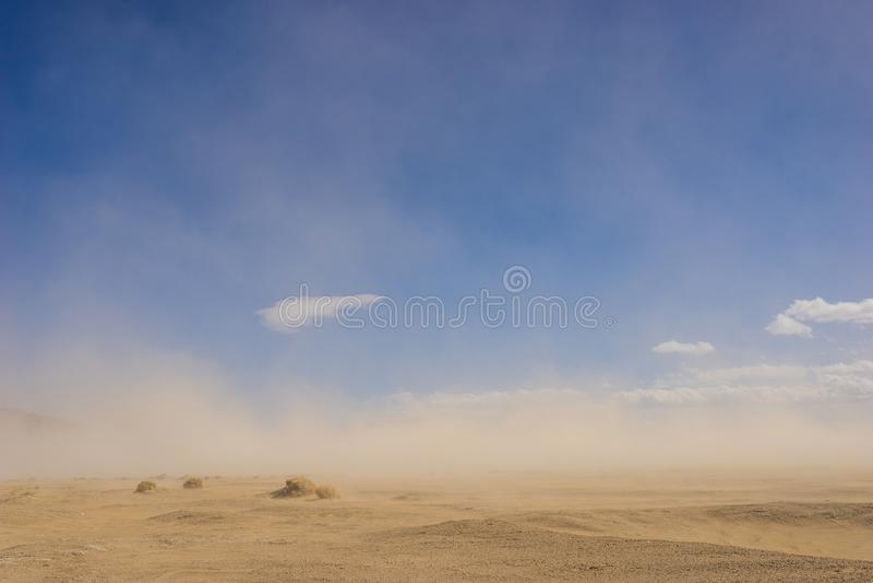 Désert de sable dans la tempête de vent photographie stock