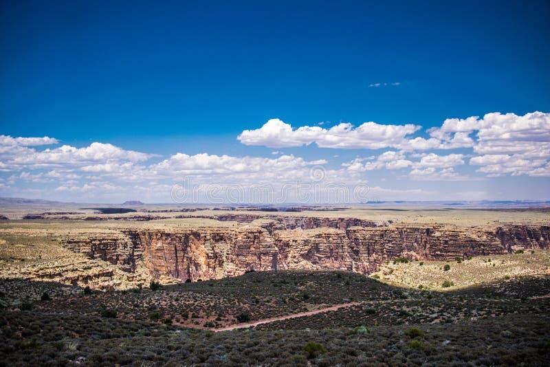 Désert et canyons ensoleillés pittoresques de l'Arizona photo libre de droits