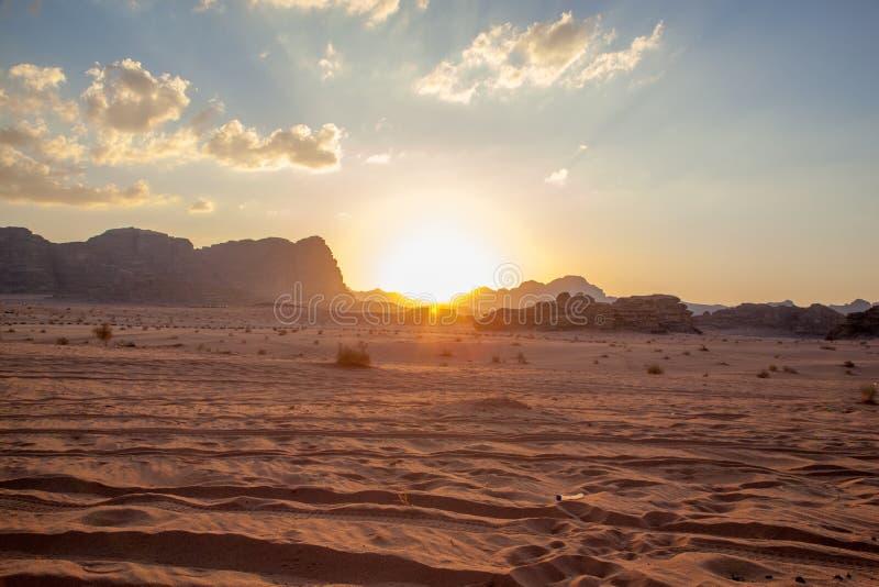 Désert majestueux de montagne de Wadi Rum en Jordanie images libres de droits