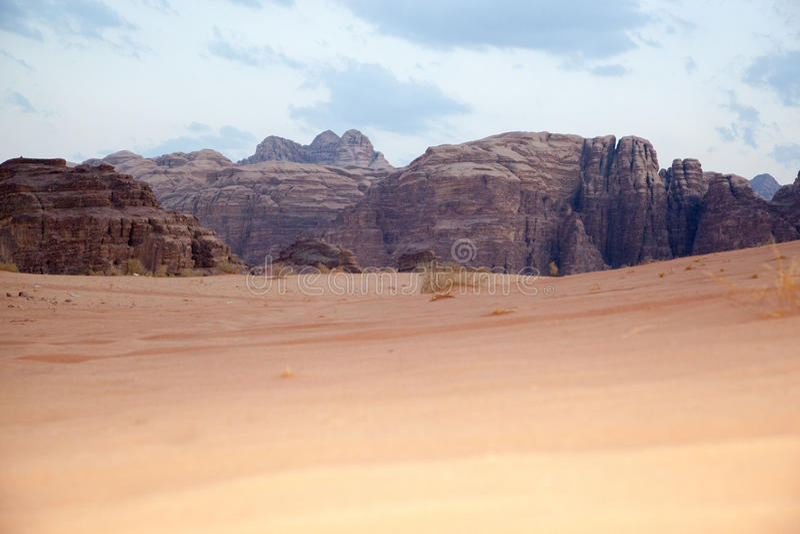 Désert majestueux de montagne de Wadi Rum en Jordanie image stock