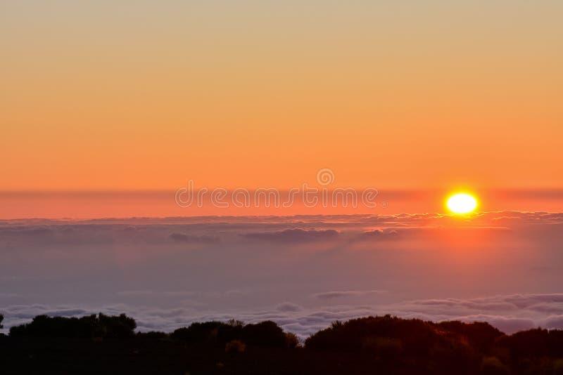 Désert nuageux dramatique de paysage de Suset photo libre de droits