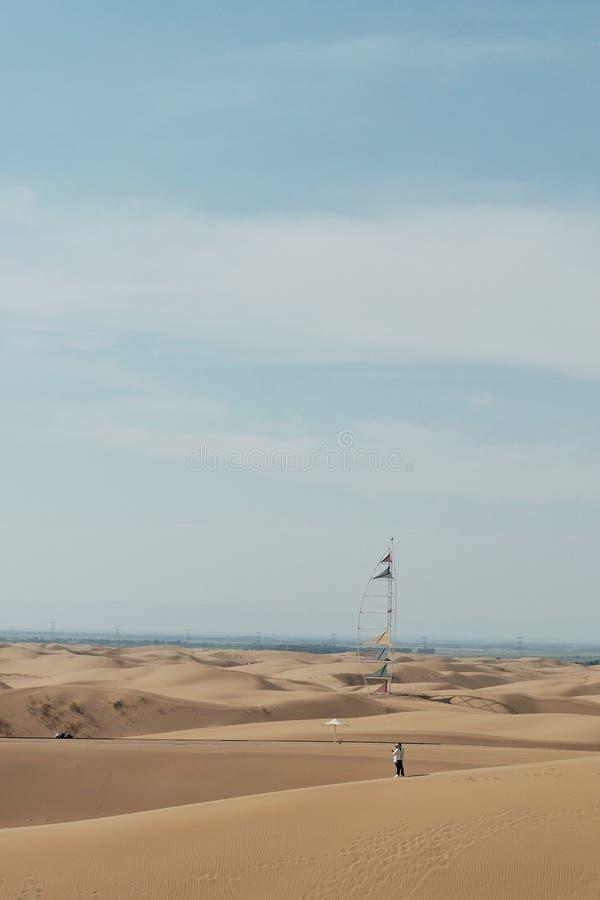 déserts en ciel bleu image stock