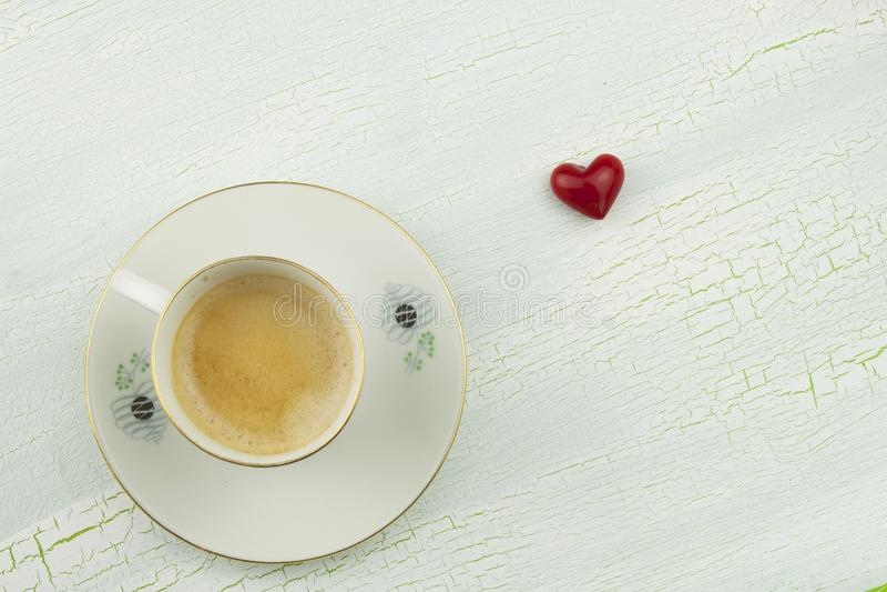 Désir romantique au JOUR de VALENTINES Café, cartes et cadeau de l'amour images stock