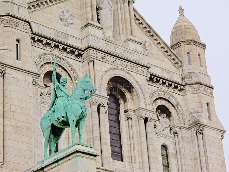 Détail équestre de statue de la basilique du coeur sacré de Paris un jour obscurci images libres de droits
