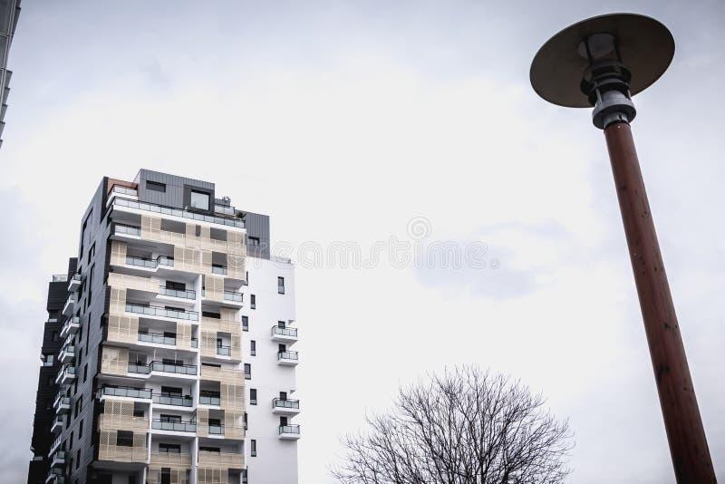 Détail architectural d'un bâtiment moderne récemment construit dans Issy les Moulineaux images stock