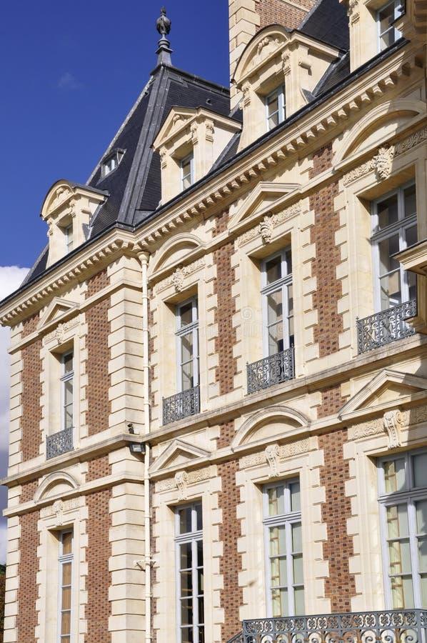 Détail architectural d'une façade de château photos stock