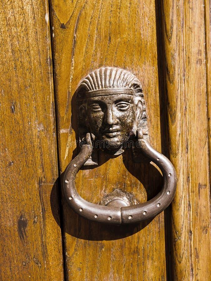 Détail architectural d'une porte sur la vieille ville de Sorrente Italie image stock