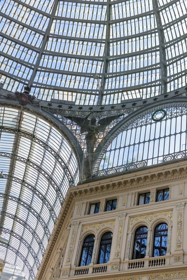 Détail avec la coupole et le bâtiment architectural Format vertical W photos stock