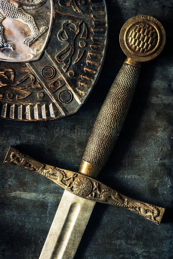 Détail d'épée au-dessus de fond antique photo libre de droits
