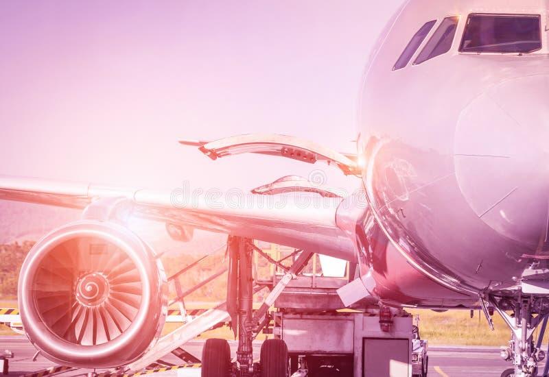Détail d'avion à la porte terminale avant décollage photographie stock libre de droits