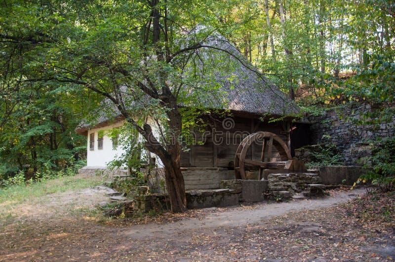 Détail d'un moulin à eau antique ukrainien typique images stock