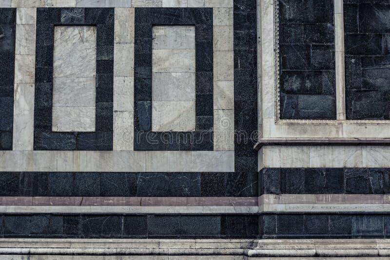 Détail d'un vieux mur de marbre d'église à Firenze, Italie photos libres de droits