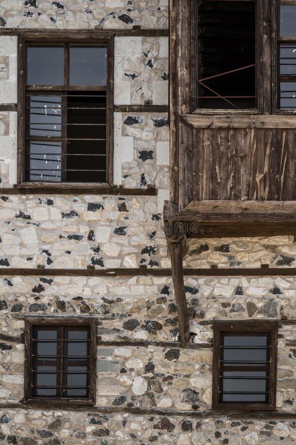 Détail d'une Chambre traditionnelle de tabouret avec les murs en pierre image stock