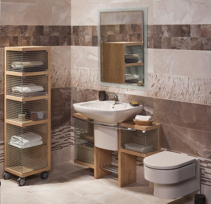 Détail d'une salle de bains moderne avec l'évier images libres de droits