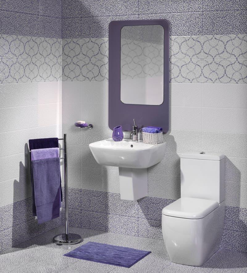 Détail d'une salle de bains moderne avec l'évier photos stock