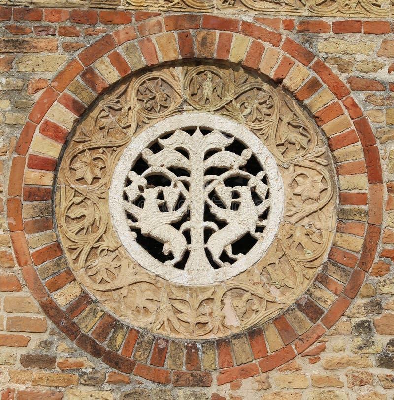 Détail dans le mur de l'abbaye antique de l'église historique i de Pomposa photos libres de droits