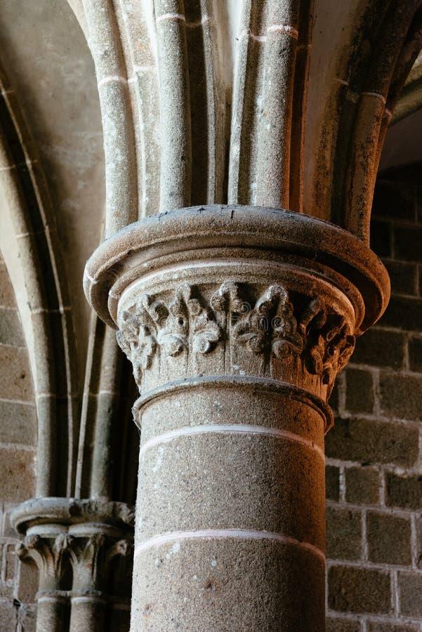 Détail de capital dans l'abbaye de Mont Saint-Michel photo stock