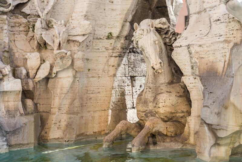 Détail de cheval, fontaine de quatre rivières dans la place de Navona photo libre de droits