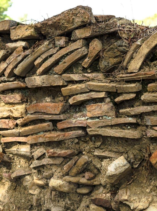 Détail de conception et de modèle peu communs de mur de roche du grec ancien près du Leonidaion en Olympia Greece photographie stock libre de droits
