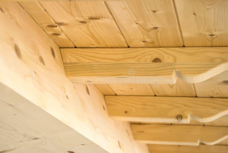 Détail de construction du toit en bois images stock